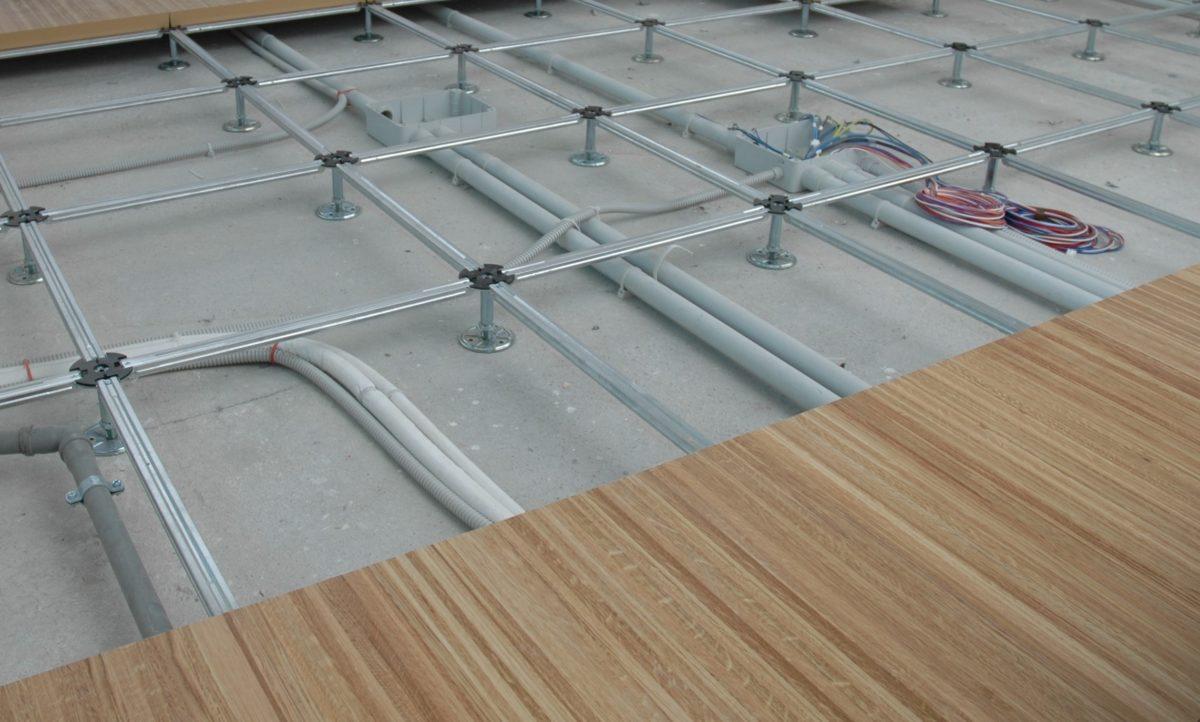 Le regole d oro per l installazione del pavimento sopraelevato newfloor - Pavimento galleggiante per interni ...